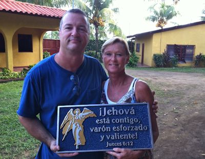 Missions Gifts - Michael Hulsey of Voice of Hope in Nicaragua Wood Carving